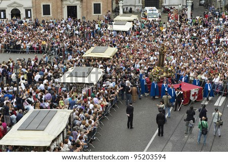 PADUA,ITALY - JUN, 13:Feast of St.Anthony of Padua,the statue of St.Anthony is taken in procession trough the streets of the city, June 13,2011 in Padua,Italy