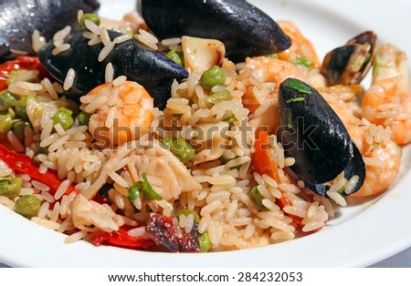 paella rice with mussels and shrimp and paprika