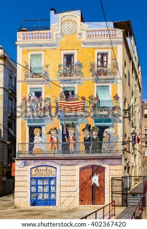 Painted house in Tarragona, with a colourful decoration