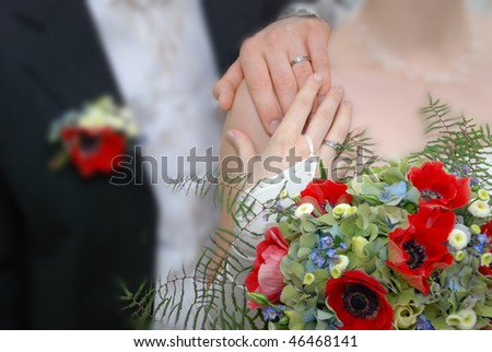 Pair of weddings adheres to the hands