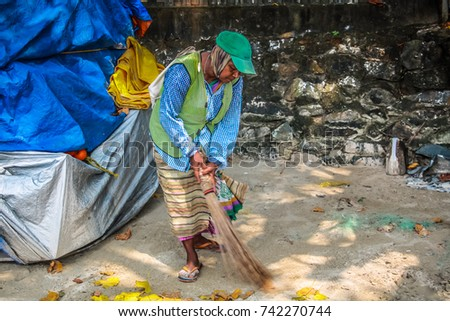 PALOLEM INDIA 25-10  Woman worker cleaning the beach  on October 10th , Beach of Palolem in Goa in the morning on 25-10-17