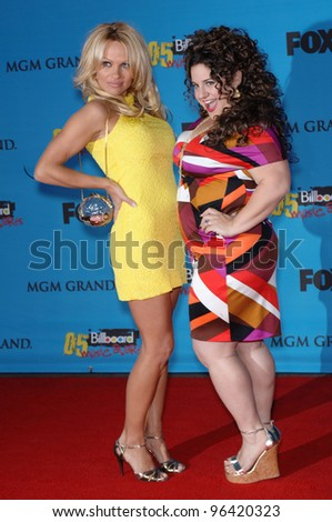 PAMELA ANDERSON (left) & MARISSA JARET WINOKUR at the 2005 Billboard Music Awards at the MGM Grand, Las Vegas. December 6, 2005, Las Vegas, NV   Paul Smith / Featureflash