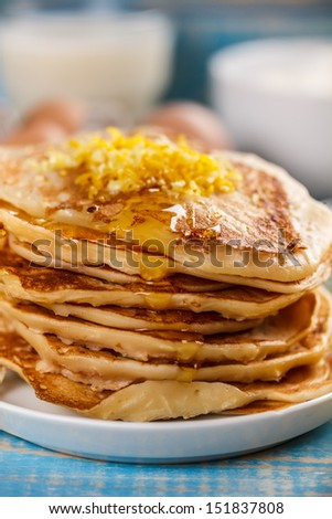Pancakes with lemon and maple syrup