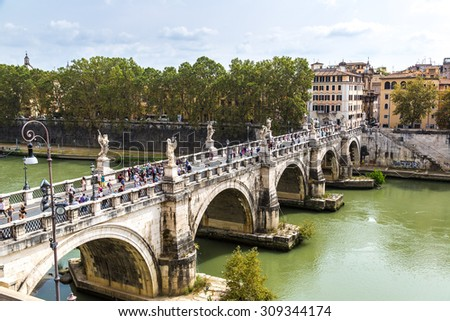 Panoramic above view of Sant Angelo's bridge in Rome, Italy
