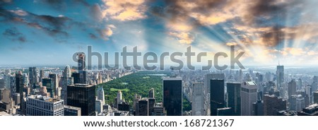 Panoramic aerial view of Central Park and surrounding buildings - Manhattan, New York.