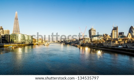 Panoramic shot of the river thames at sunrise