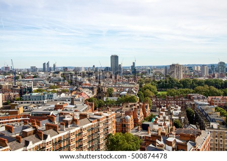 Panoramic views of London from above.
