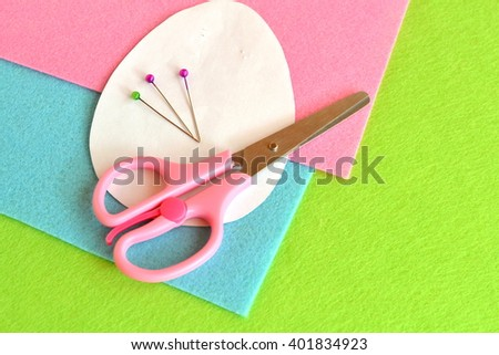 Paper templates Easter egg, scissors, pins. Sewing set