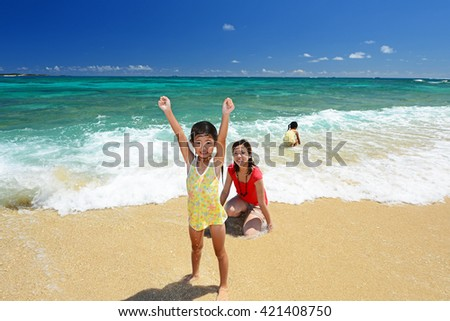 Parent and children to relax at the beach