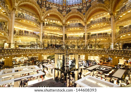 how to go to galeries lafayette by metro