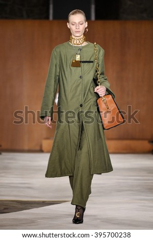 PARIS, FRANCE - MARCH 4: Model Julia Nobis walks runway at the Loewe show during Paris Fashion Week Autumn/Winter 2016/17 on March 4, 2016 in Paris, France.