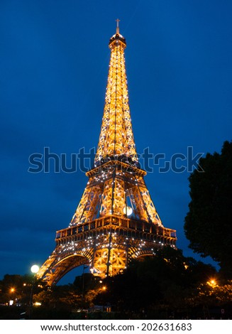 PARIS, FRANCE - MAY 19. 2014: The Eiffel tower at night 'sparkling' in the hourly light show.