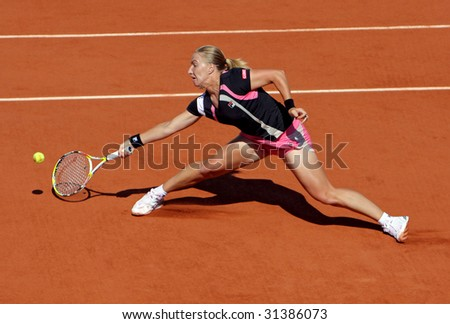 PARIS - JUNE 1: Svetlana Kuznetsova of Russia in action at French Open, Roland Garros on June 1, 2009 in Paris, France. - stock photo