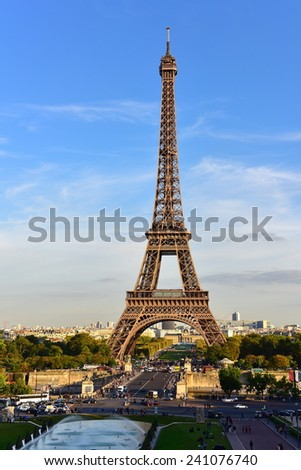 PARIS - SEPTEMBER 25: View of the Eiffel Tower from Jardins du Trocadero park, taken on September 25, 2014 in Paris, France