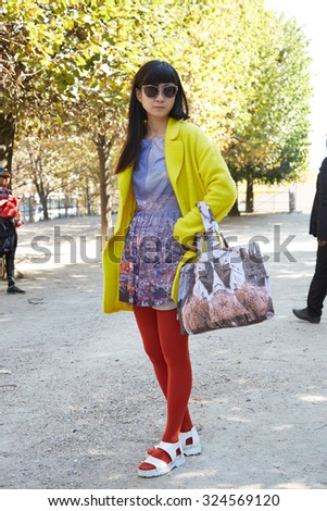 PARIS - SEPTEMBER 30: Woman poses for photographers before Yang Li show, Paris Fashion Week Day 2, Spring / Summer 2016 street style on September 30, 2015 in Paris.
