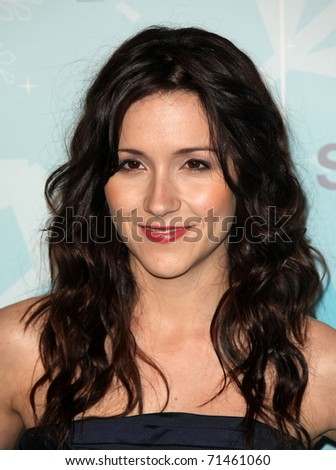 PASADENA, CA - JAN 11:  Shannon Woodward arrives at the FOX All-Star Party on January 11, 2011 in Pasadena, CA