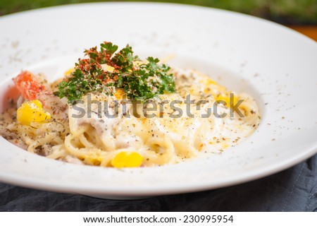 Pasta carbonara with Thai spices.