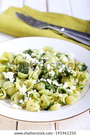 Pasta shell with homemade pesto and soft cheese
