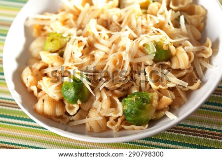 Pasta with brussels sprout