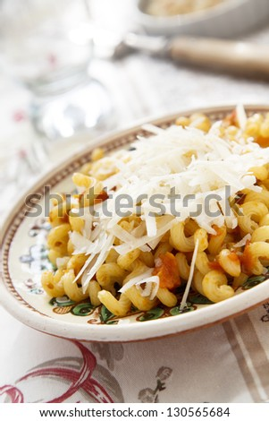 Pasta with cheese and tomatoes