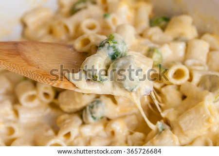 Pasta with cheese, Brussels sprouts and cream sauce