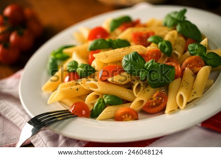 Pasta with fresh tomato and basil