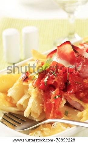 Pasta with ham, sour cream and cheese topped with crushed tomatoes
