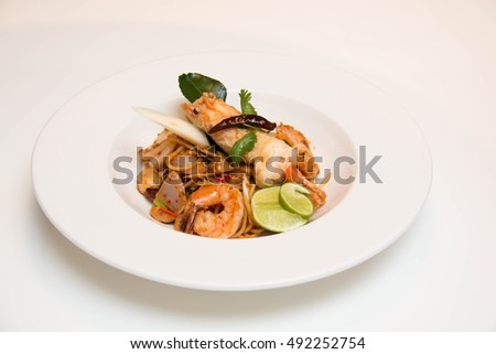 Pasta with prawns, delicious spaghetti with prawns / shrimps