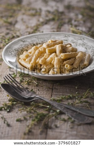 Pasta with sour cream and cheese