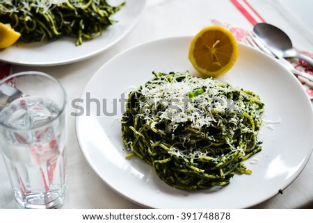 Pasta with spinach, onion and parmesan