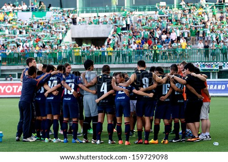 PATHUMTHANI,THAILAND-20 JULY:Players of Burirum Utd. in action during Thai Premier League between Bangkok Glass fc.and Burirum Utd.at Leo Stadium on July 20,2013 in Thailand - stock photo