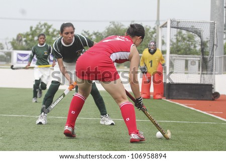 PATHUMTHANI,THAILAND - JUNE 27 : Unidentified player in Women's Junior PTT Asia Cup 2012 Between Japan (R) vs Pakistan (G) on June 27, 2012 at National Hockey Training Center in Pathumthani,Thailand