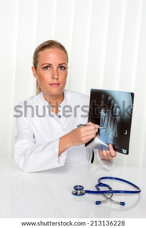 patient and doctor talking on the advice of the doctor's office. orthopedist in the discussion of findings - stock photo