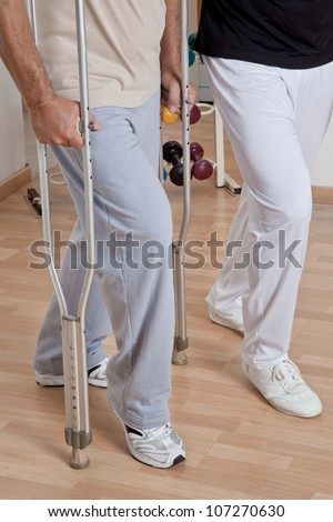 Patient on crutches discusses his progress.
