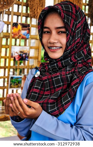 PATTALUNG, THAILAND - AUGUST 30 : Unidentified young thai muslim girl Praying on August 30, 2015 in August, Pattalung Thailand. - stock photo