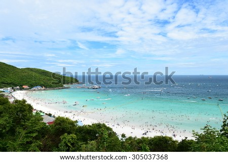 PATTAYA ,AUGUST 5 : Koh Larn island tropical beach,the most famous island of pattaya city on August 5,2015 in Pattaya Chonburi, Thailand.