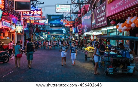 PATTAYA, THAILAND - APRIL 4, 2015: Famous Walring street at night