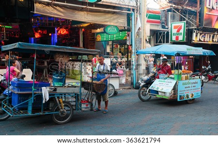 PATTAYA, THAILAND - APRIL 4, 2015: Seller fast food on a cart - stock photo