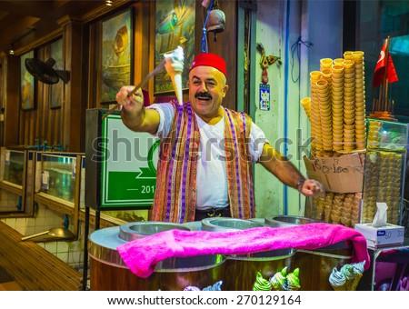PATTAYA, THAILAND - APRIL 4, 2015: The seller of ice cream on the night street - stock photo