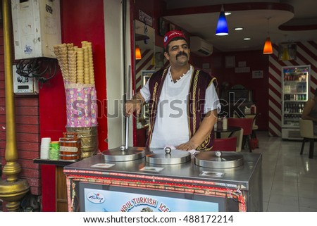 PATTAYA, THAILAND - APRIL 4, 2015: The seller of ice cream on the night street