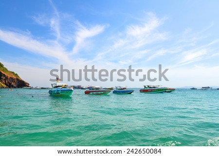 PATTAYA, THAILAND - DECEMBER 29 : Beautiful beach with motor boat at Larn island on December 29, 2014 in Larn island, Pattaya,  Thailand