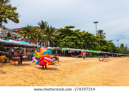 PATTAYA, THAILAND - MAY 2 : Local merchant selling colored ring to tourists at Pattaya beach. on May 2, 2015 Pattaya, Thailand - stock photo