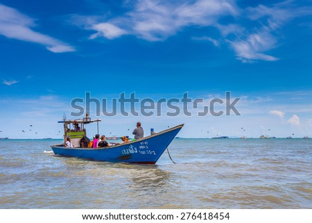 PATTAYA, THAILAND - MAY 2 : Longtail boat will take visitors out to visit Pattaya Bay on May 2, 2015 near the Lambaleehai harbor, Pattaya, Thailand