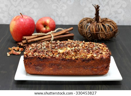 Pecan, cinnamon and apple loaf cake, homemade.