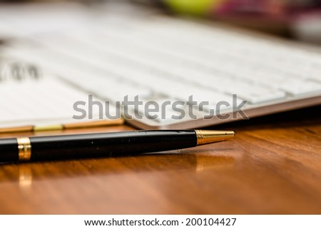 Pen and PC keyboard on office table