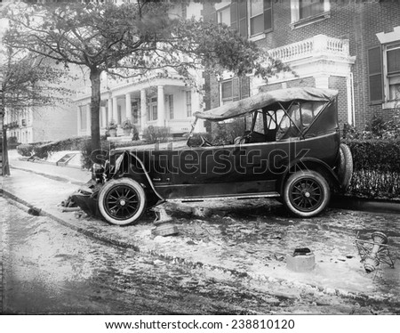 Penrose car accident, side view, photograph, 1920-1921