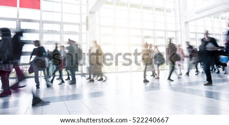 People at a rush on a Exhibition floor