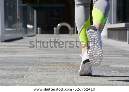 Person running outdoor in the city, sunlight