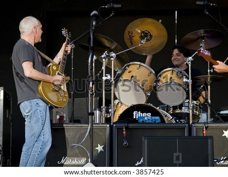 Peter Frampton onstage with drummer Shawn Fichter during his 2007 Summer tour.