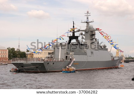 PETERSBURG - JULY 26: A destroyer moves along the river Neva during a Russian naval fleet parade on July 26, 2009 in Saint-Petersburg, Russia.